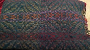 DoritaF - 8-shaft blooming leaf overshot blanket in wool with multicolor weft